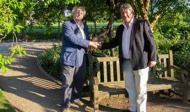 phillip pullman  oxford botanic garden  deamon sculpture  lower garden